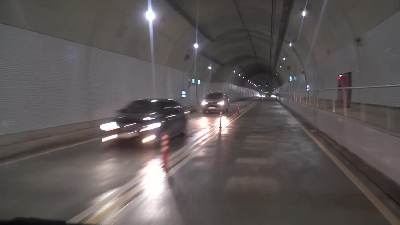 6 phút trải nghiệm qua hầm Cù Mông trên ôtô