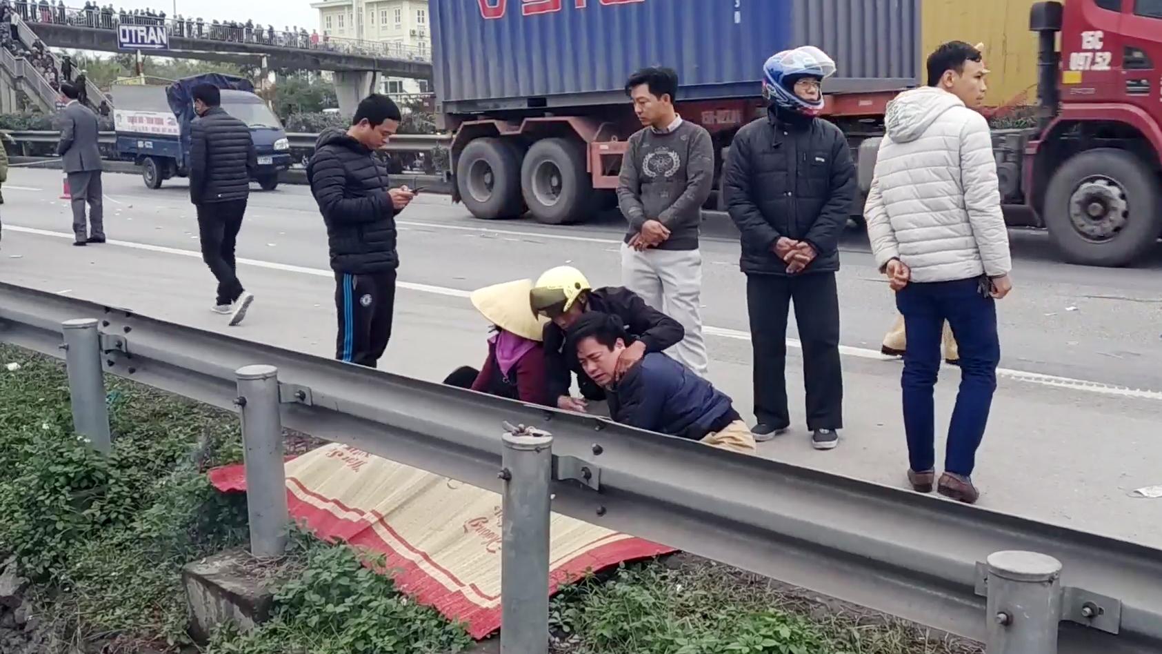 Xe tải đâm chết 9 người đi viếng nghĩa trang ở Hải Dương