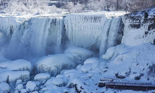 Thác Niagara 'hóa đá' trong giá lạnh -30 độ C ở Mỹ