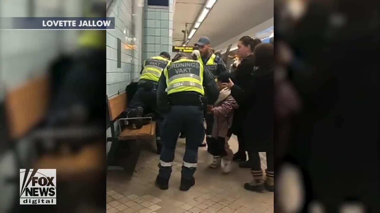 Thai phụ bị kéo thô bạo khỏi tàu điện ngầm gây phẫn nộ ở Thụy Điển