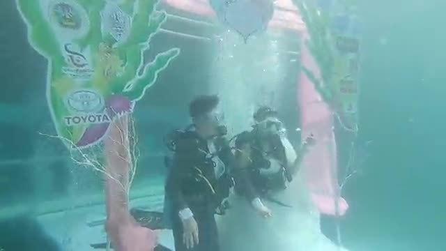 9 cặp cô dâu, chú rể Thái Lan kết hôn dưới lòng biển sâu 8 mét