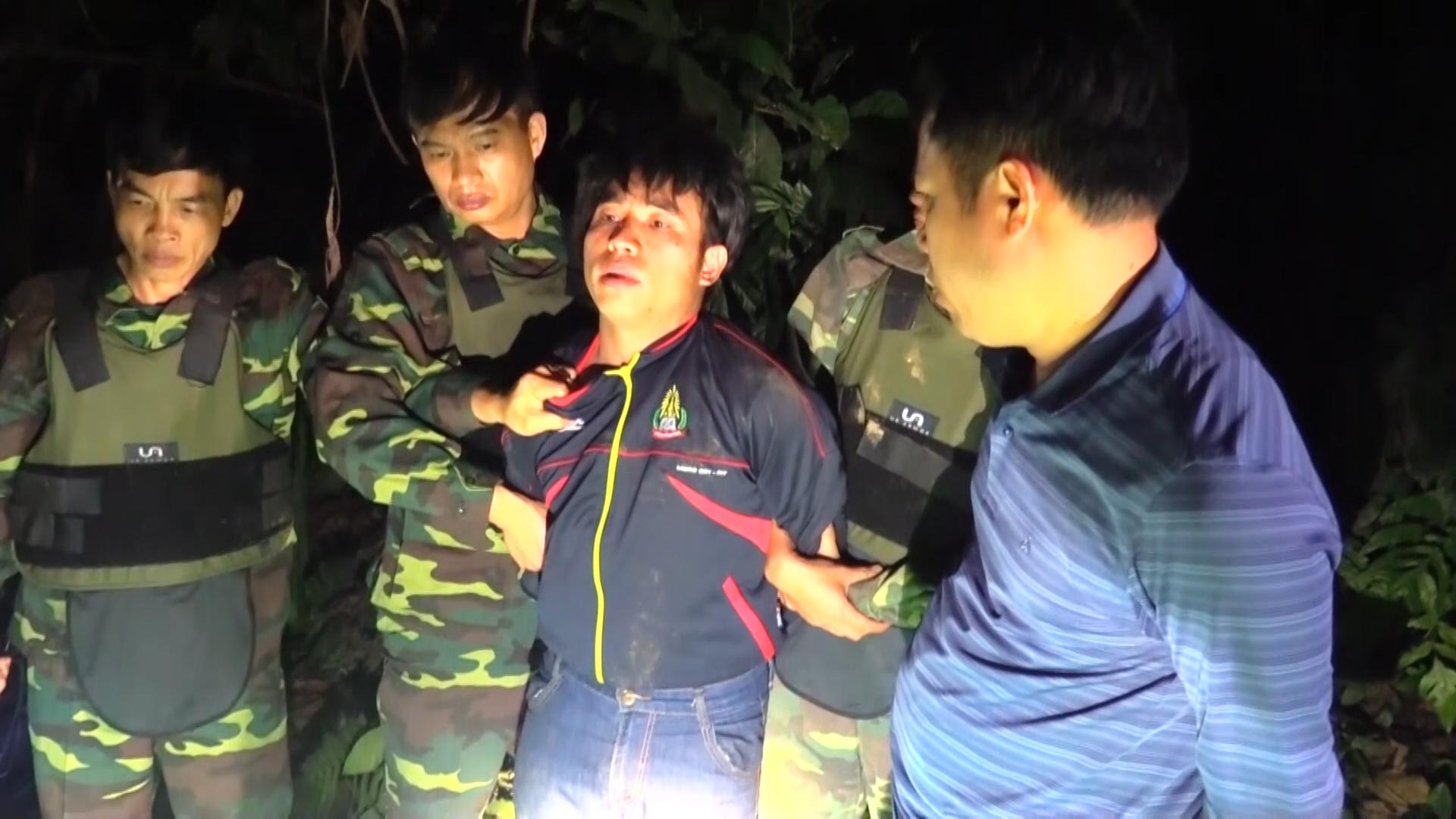 Bộ đội biên phòng băng rừng bắt nhóm buôn gần 300 kg ma túy