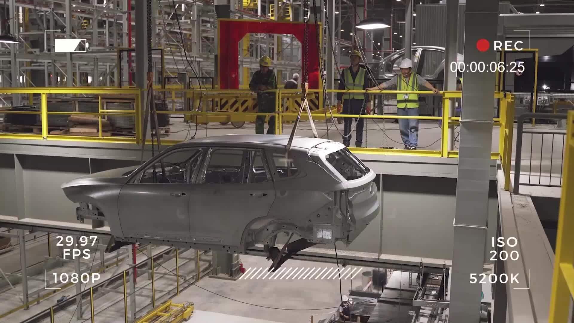 Ôtô đầu tiên của VinFast thành hình tại nhà máy