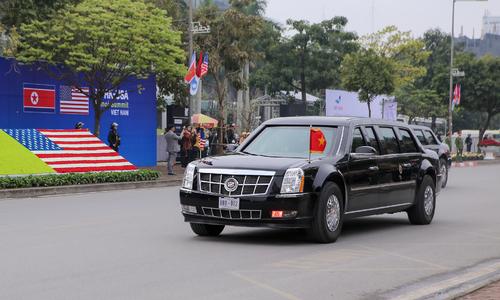 Đoàn xe Donald Trump rời khỏi Marriott