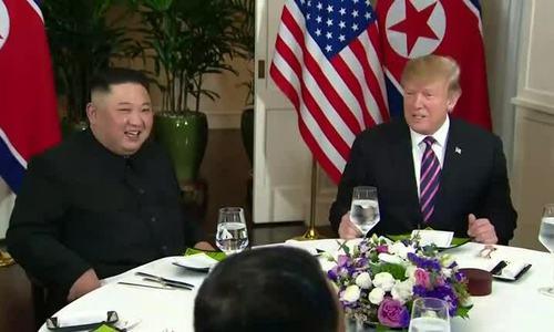 Lãnh đạo Mỹ - Triều Tiên trò chuyện trên bàn tiệc