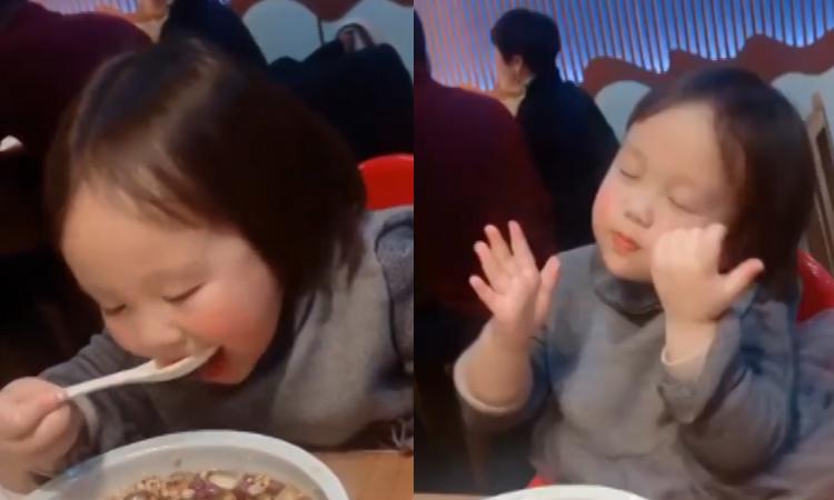 Bé gái phiêu theo nhạc khi được ăn