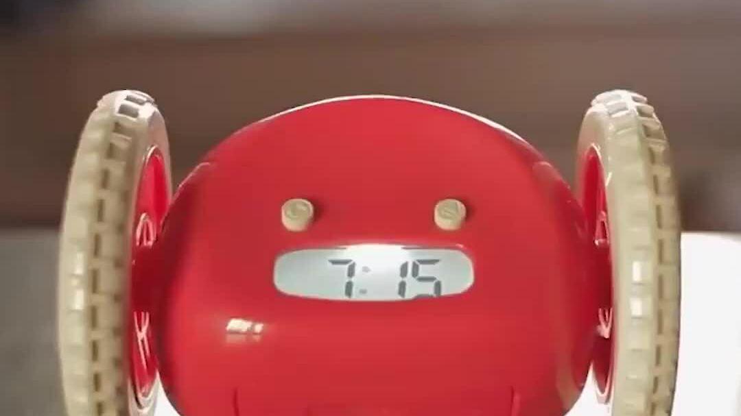 Đồng hồ báo thức tự chạy khỏi tay người