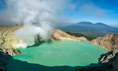 Cảnh tượng ở hồ axit khiến nhà khoa học không dám xuống nước