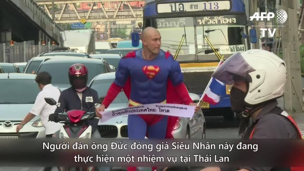'Bản sao Siêu nhân' kêu gọi người dân Thái Lan đi bầu cử