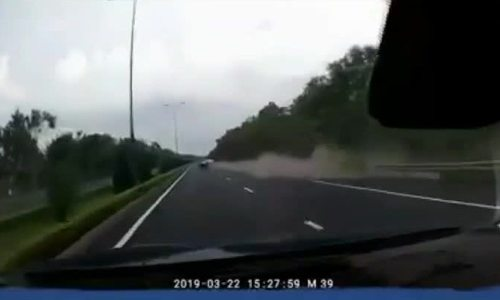 Ôtô lao qua đường ngược lại cao tốc Liên Khương, một người chết