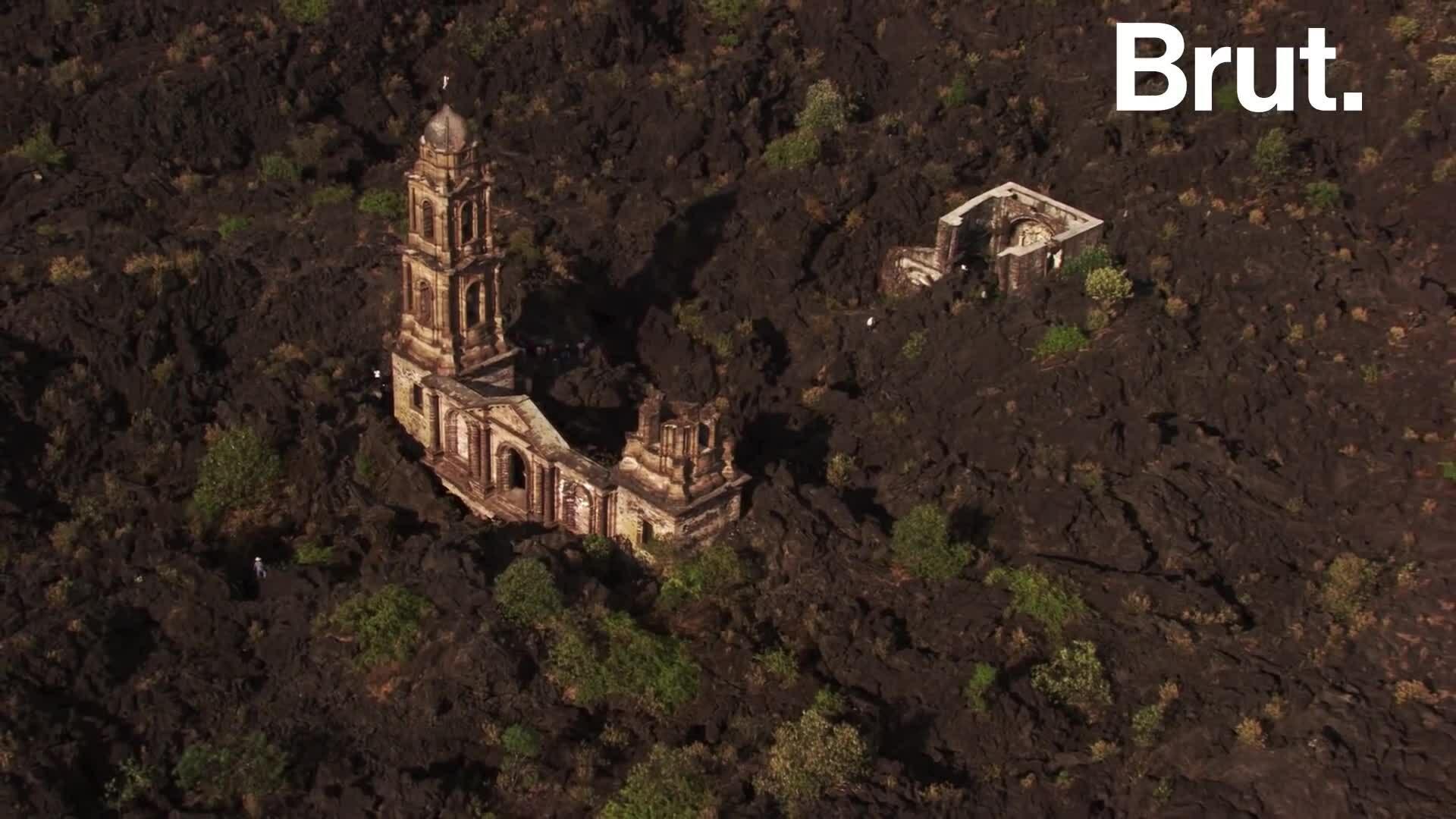 Vụ phun trào núi lửa nhấn chìm ngôi làng ở Mexico