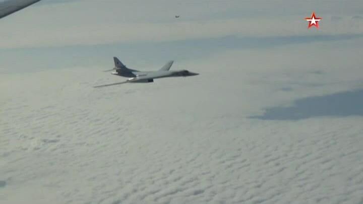 Oanh tạc cơ Tu-160 bay tuần tra tại vùng biển phía bắc Nga
