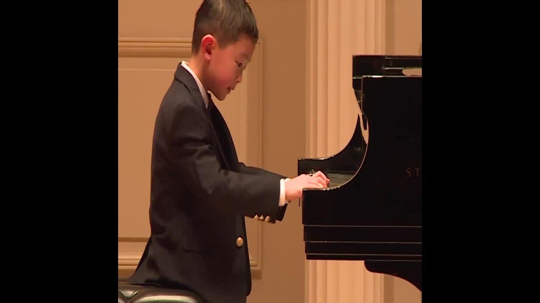 Thần đồng piano nước Mỹ được bố mẹ định hướng từ 2 tuổi