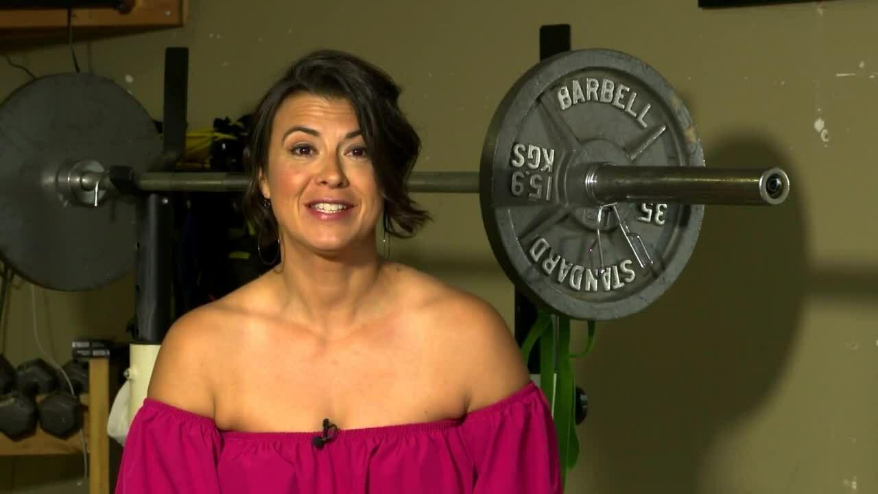 Giảm 40 cân, bà mẹ Mỹ thành huấn luyện viên cho hàng xóm