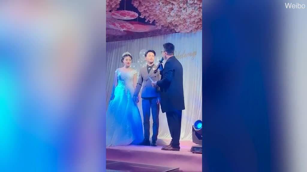 Thầy giáo Trung Quốc giữ thư tình của học sinh đến tận ngày cưới