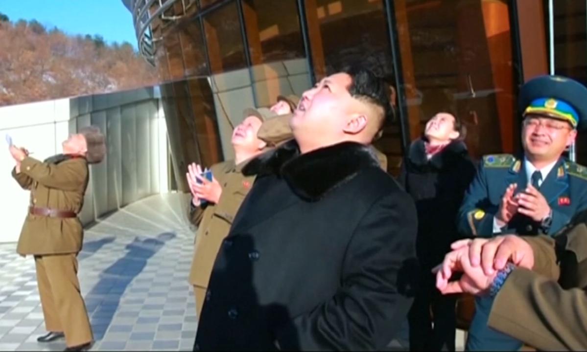 Kim Jong-un giám sát thử vũ khí chiến thuật mới