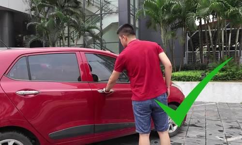 Cách đóng, mở cửa ôtô an toàn và lịch sự
