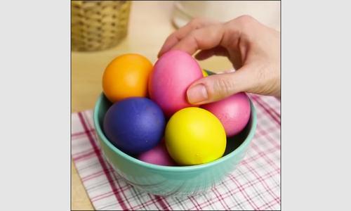 Thí nghiệm vui khiến trứng đổi màu