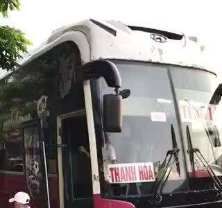 Xe khách 45 chỗ chở hơn 100 người bị cảnh sát phát hiện