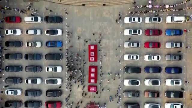 Trung Quốc trưng bày tiền mặt, ôtô hạng sang trong triển lãm chống lừa đảo