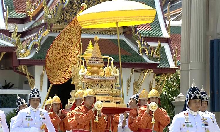 Thái Lan rước bảo vật hoàng gia vào đại điện trước lễ đăng quang