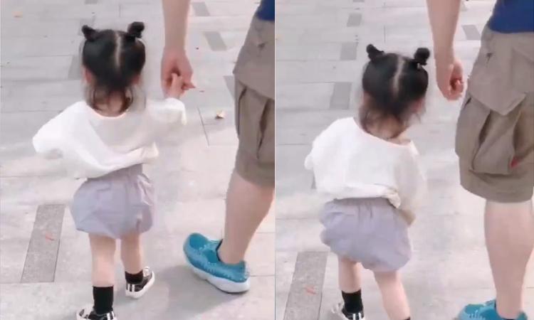 Bé gái giận bố khiến nhiều người thích thú