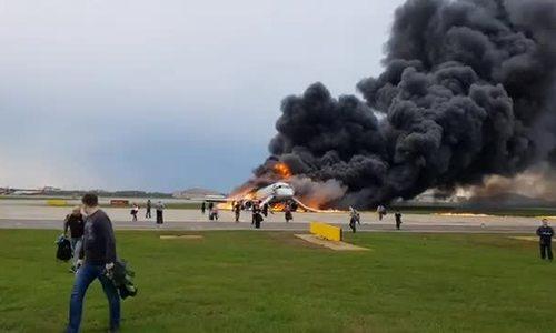 Máy bay Nga hạ cánh khẩn vì cháy trong khoang