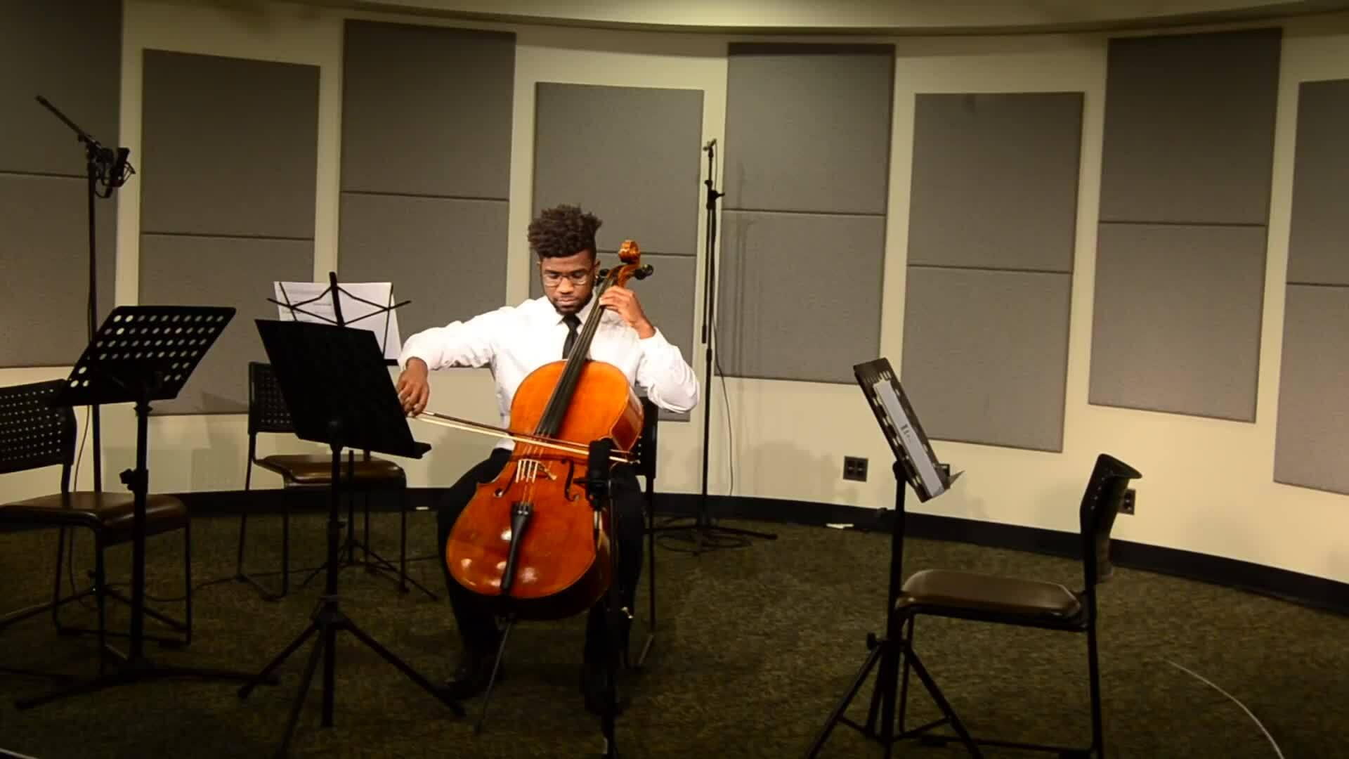 Cậu bé nghèo trúng tuyển đại học Mỹ nhờ tài chơi đàn cello