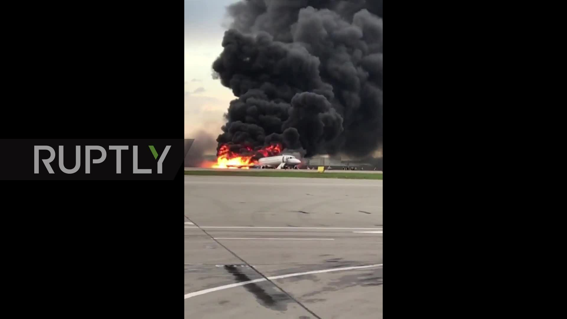 Hành khách suýt ngất xỉu vì sợ khi máy bay Nga chìm trong lửa
