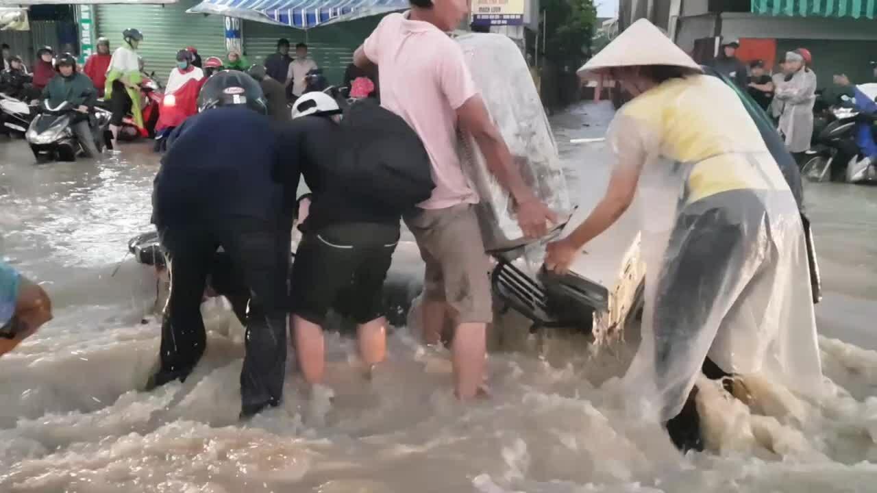Nhiều khu dân cư Đồng Nai ngập nặng sau mưa lớn