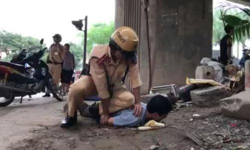 Người đàn ông tấn công cảnh sát 'giải cứu' bạn nhậu bị đo nồng độ cồn