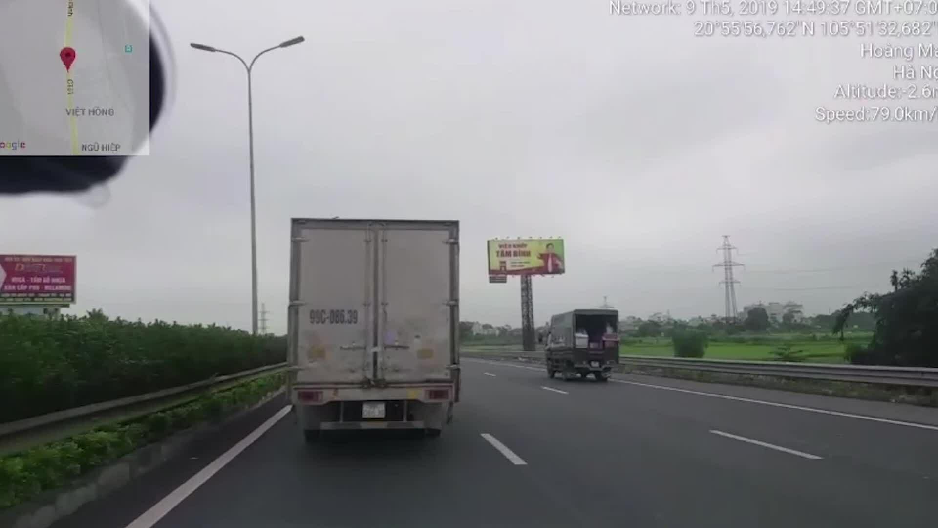 'Phớt lờ' tín hiệu xe ưu tiên trên cao tốc, tài xế xe tải bị phạt 2,5 triệu đồng