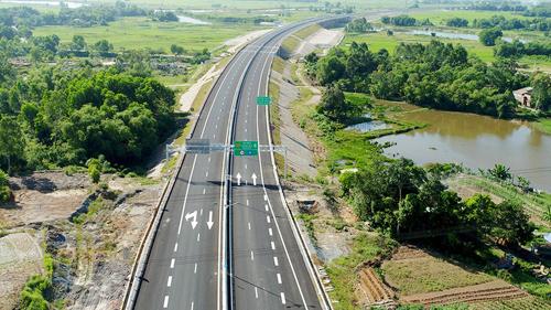 Bộ Giao thông kêu gọi 64.000 tỷ đồng đầu tư cao tốc Bắc Nam