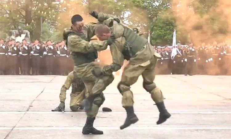 Hải quân đánh bộ Nga trình diễn kỹ năng chiến đấu tại Kaliningrad