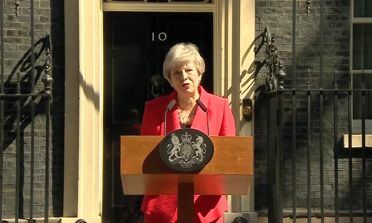 Thủ tướng Anh bật khóc khi thông báo từ chức