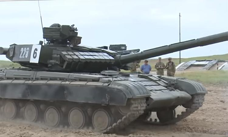 Thiếu sinh quân Mỹ học lái tăng thiết giáp Liên Xô tại Uzbekistan
