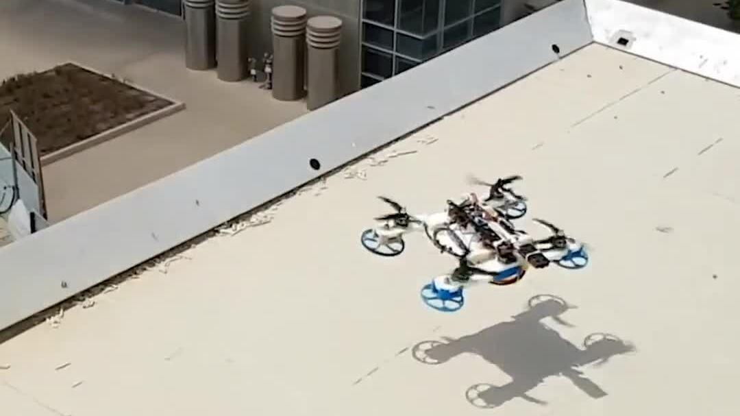 Drone biến hình để vượt chướng ngại vật