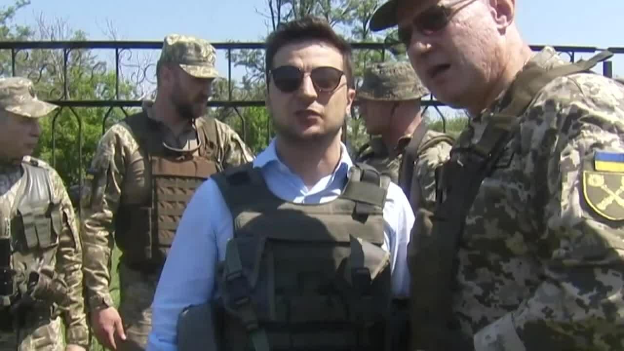 Tổng thống Ukraine thăm chiến tuyến miền đông trong chuyến công tác đầu tiên