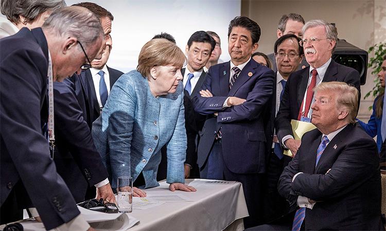 Thủ tướng Đức giải thích tấm ảnh 'đối đầu' với Tổng thống Mỹ