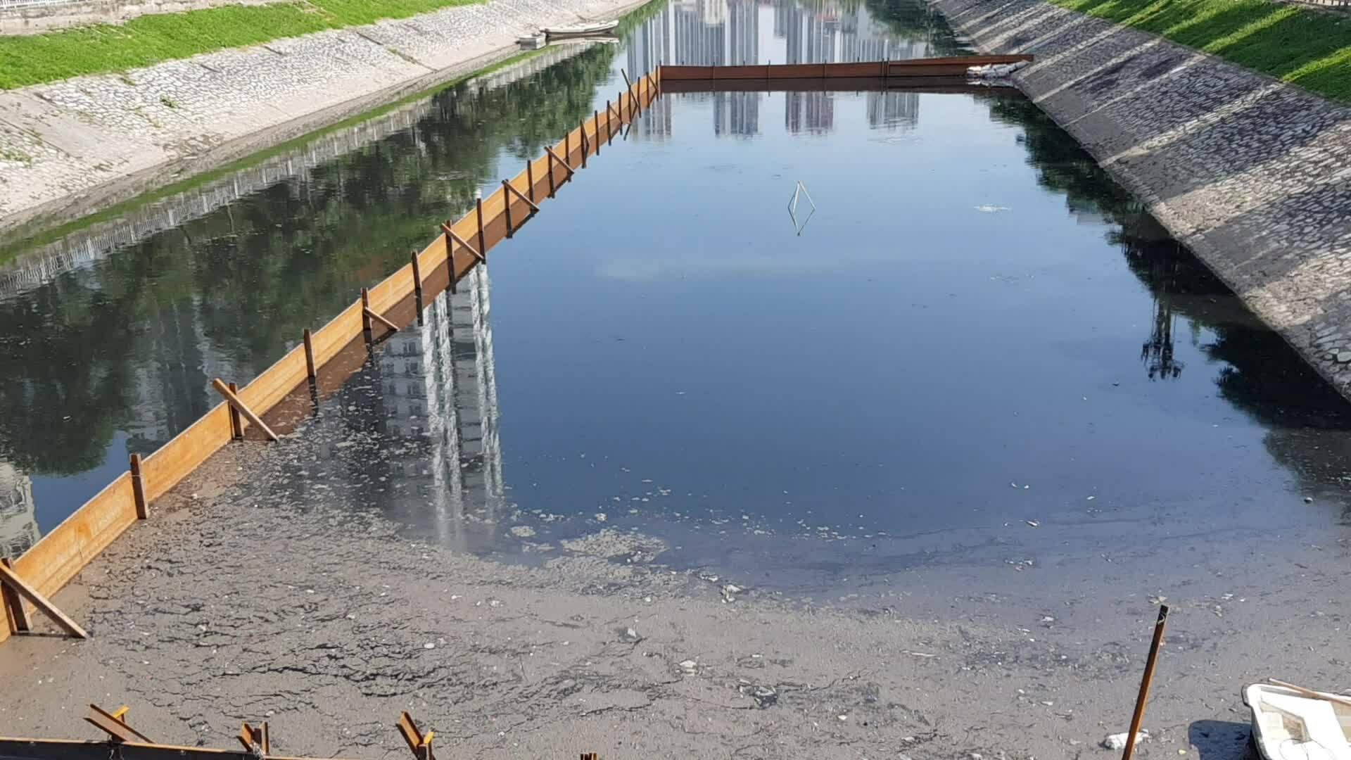 Hà Nội thí điểm sử dụng chế phẩm Redoxy-3C làm sạch sông Tô Lịch