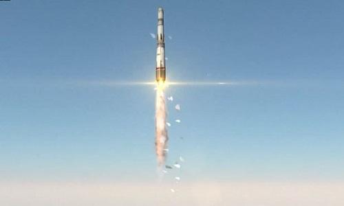 Trung Quốc lần đầu tiên phóng thành công tên lửa đẩy từ mặt biển