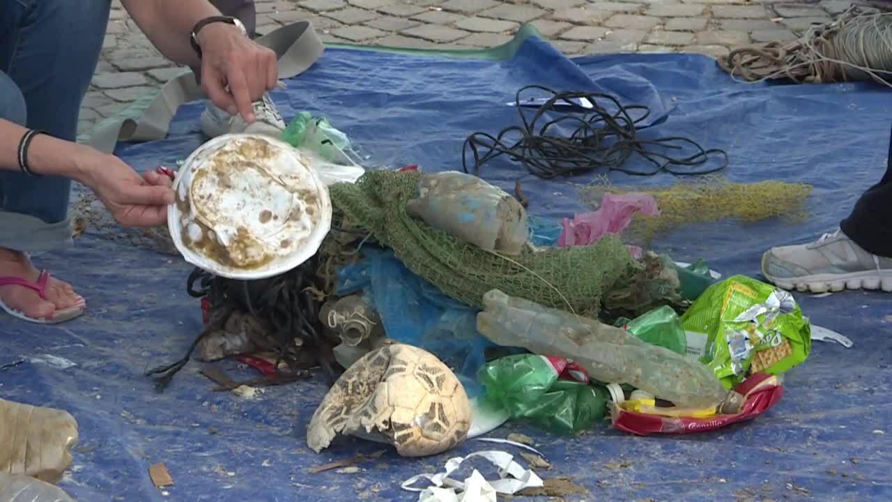 Ngư dân Italy phát động chiến dịch vớt rác thải nhựa trên biển