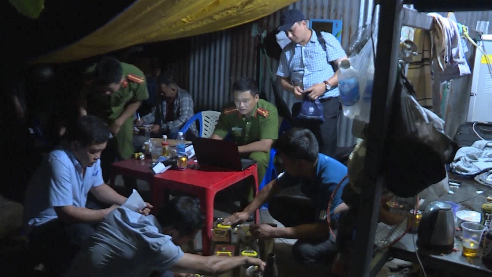 Thêm 14 người bị bắt giữ trong đường dây tiêu thụ 6 triệu lít xăng giả ở Đăk Nông