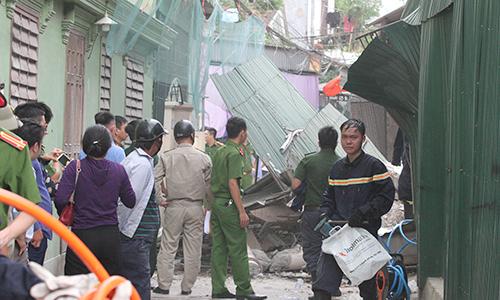Nhà hai tầng đổ sập khi đang phá dỡ ở Hà Tĩnh
