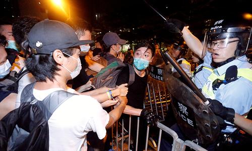 Vụ biểu tình phản đối luật dẫn độ biến thành bạo động tại Hong Kong