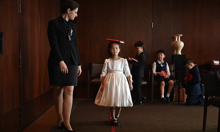 Lớp học ứng xử dành cho con nhà giàu tại Trung Quốc
