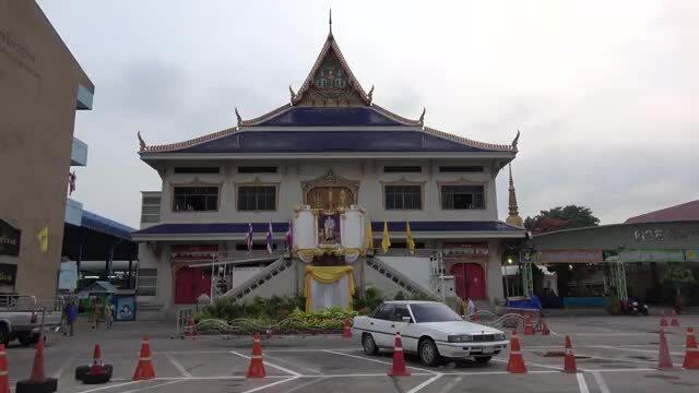 Ngôi đền Thái Lan khắc tượng David Beckham lên bàn thờ
