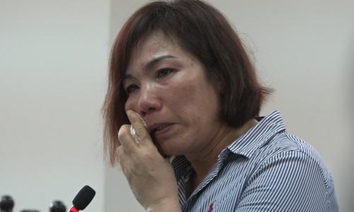 Nữ tài xế BMW tông chết người khóc tại tòa khi nhận án tù
