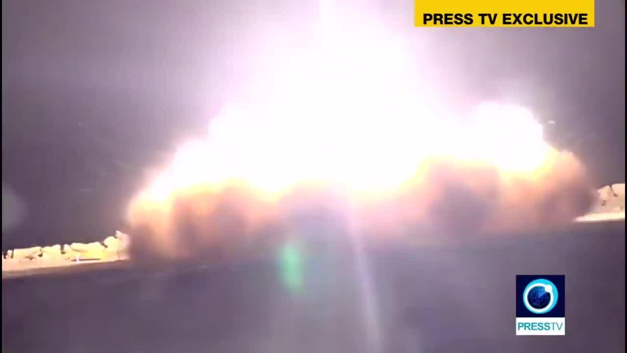 Giây phút tên lửa Iran khai hỏa, hạ máy bay không người lái Mỹ