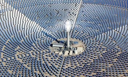 Nhà máy điện 12.000 tấm gương giữa ốc đảo sa mạc